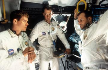 1995: Kevin Bacon, Tom Hanks, and Bill Paxton talking in ship in a scene from the film 'Apollo 13', 1995. (Photo by Universal/Getty Images)