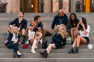 Tavi Gevinson, Thomas Doherty, Eli Brown, Jordan Alexander, Emily Alyn Lind, Evan Mock, Savannah Lee Smith and Zion Moreno are seen filming for 'Gossip Girl' outside the Metropolitan Museum of Art in the Upper East Side on November 10, 2020 in New York City. (Photo by Gotham/GC Images)