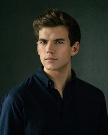 23 year old Luke Newton portrays Colin Bridgerton in the series. The London born actor has previously worked on shows with the BBC and Disney,