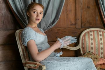 Starring as Daphne Bridgerton, you may recognise Phoebe Dynevor from Waterloo Road, Prisoners Wives and Snatch.  Image creditL  LIAM DANIEL/NETFLIX © 2020