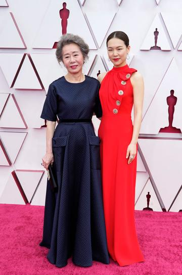 (L-R) Youn Yuh-jung and Han Ye-ri attend the 93rd Annual Academy Awards at Union Station on April 25, 2021 in Los Angeles, California. (Photo by Chris Pizzello-Pool/Getty Images)