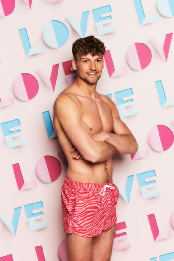 24 year old Hugo Hammond hails from New Hampshire. He is a P.E teacher and will be the first ever Love Island contestant with a physical disability.