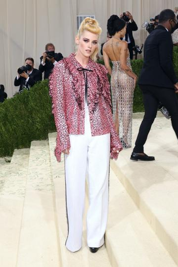 """NEW YORK, NEW YORK - SEPTEMBER 13: Kristen Stewart attends the 2021 Met Gala benefit """"In America: A Lexicon of Fashion"""" at Metropolitan Museum of Art on September 13, 2021 in New York City. (Photo by Taylor Hill/WireImage)"""