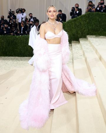 """NEW YORK, NEW YORK - SEPTEMBER 13: Kate Hudson attends the 2021 Met Gala benefit """"In America: A Lexicon of Fashion"""" at Metropolitan Museum of Art on September 13, 2021 in New York City. (Photo by Taylor Hill/WireImage)"""