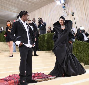 NEW YORK, NEW YORK - SEPTEMBER 13: (EDITORS NOTE: This image was created using a starburst filter) ASAP Rocky and Rihanna attend The 2021 Met Gala Celebrating In America: A Lexicon Of Fashion at Metropolitan Museum of Art on September 13, 2021 in New York City. (Photo by Dimitrios Kambouris/Getty Images for The Met Museum/Vogue )