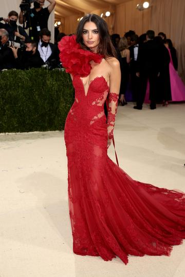 NEW YORK, NEW YORK - SEPTEMBER 13: Emily Ratajkowski attends The 2021 Met Gala Celebrating In America: A Lexicon Of Fashion at Metropolitan Museum of Art on September 13, 2021 in New York City. (Photo by Dimitrios Kambouris/Getty Images for The Met Museum/Vogue )