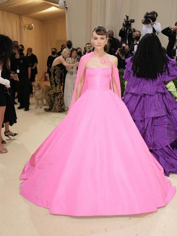 NEW YORK, NEW YORK - SEPTEMBER 13: Carey Mulligan attends The 2021 Met Gala Celebrating In America: A Lexicon Of Fashion at Metropolitan Museum of Art on September 13, 2021 in New York City. (Photo by Jeff Kravitz/FilmMagic)